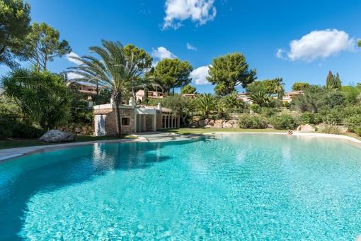 Hochwertige, mediterrane Villa in paradiesischer Anlage in Santa Ponsa