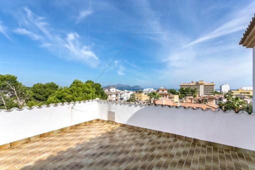 Apartment in sehr gepflegtem Wohnhaus in Can Picafort mit Blick über die Nachbarschaft mit Parkplatz