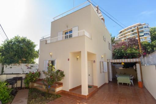 Reihenhaus nahe Palma und Strand mit Teilmeerblick von Dachterrasse in ruhiger Lage in Cala Mayor