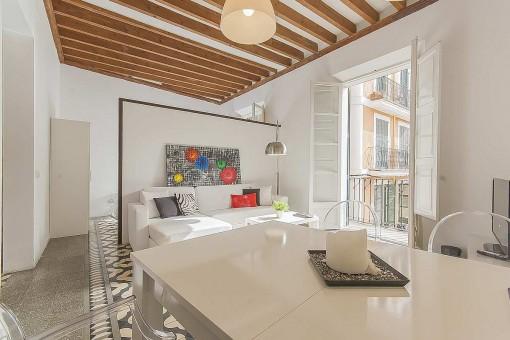Hochwertig eingerichtete und renovierte Wohnung mit Balkon im Herzen von Palmas Altstadt