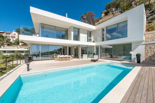 Modernee und zeitlose Neubauvilla mit Terrasse und...