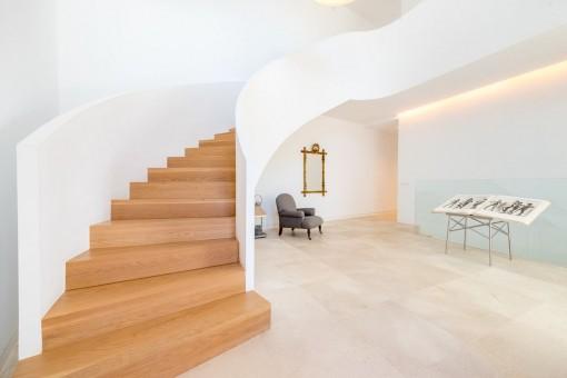 Treppenaufgang zum oberen Stockwerk
