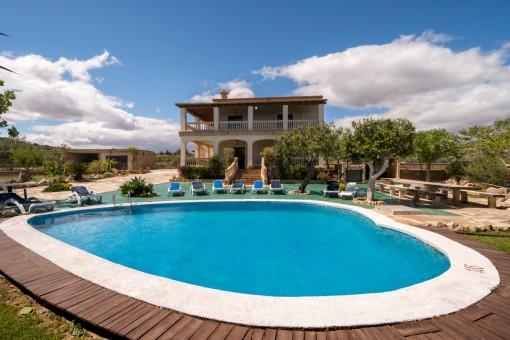Wunderschöne Finca in einer ruhigen Wohngegend in den sanften Hügeln nahe San Lorenzo