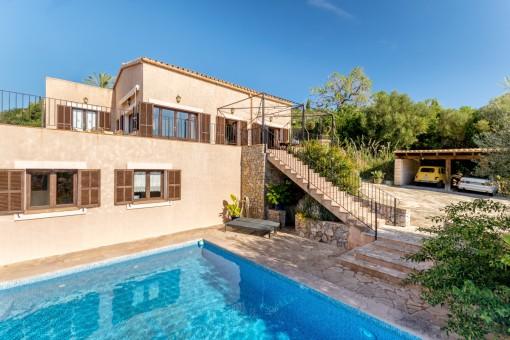 Herrlich schöne Finca mit mehreren Terrassen und Pool in der Nähe von Son Servera