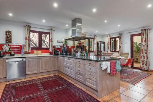Voll ausgestattete, große Küche