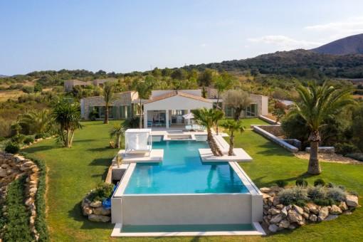 Fantastische Neubau Luxus-Finca mit Meerblick in Cala Mesquida