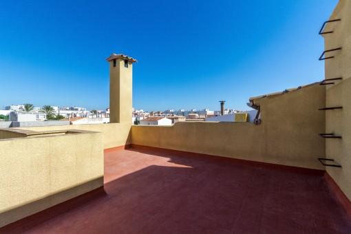 Die Dachterrasse bietet eine tolle, offene Aussicht