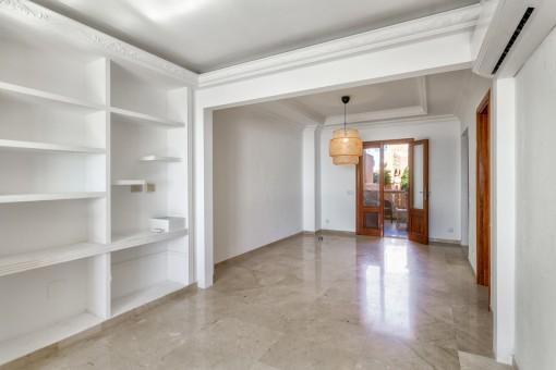 Dieses Zimmer kann als begehbarer Kleiderschrank genutzt werden