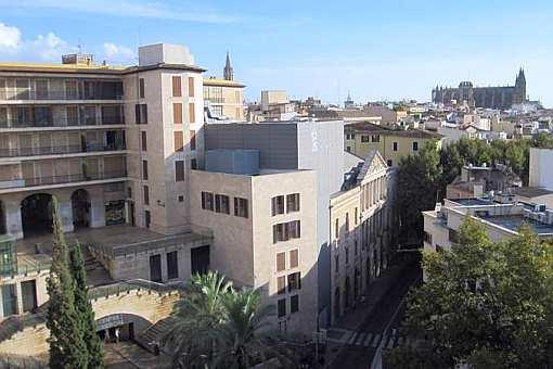 Top-renovierte, großräumige Wohnung in bester Altstadtlage nahe der Ramblas