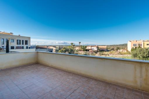 Großzügige Wohnung in Santanyí mit großer Terrasse und Weitblick auf Hügellandschaft