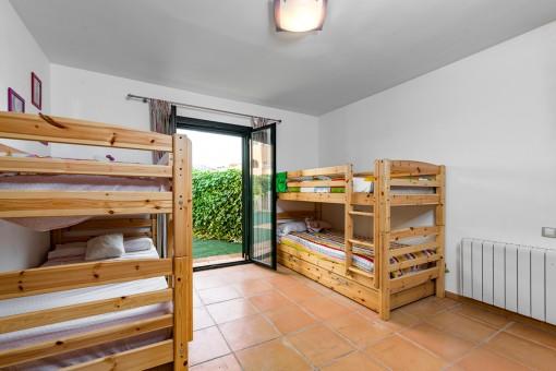 Zweites Schlafzimmer mit Terrasenzugang