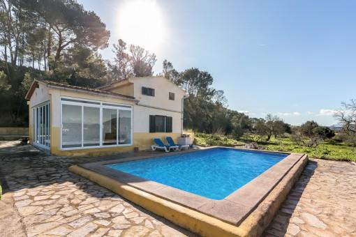 Finca in Sant Joan mit tollem Weitblick, Wintergarten und Pool