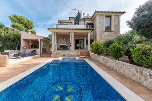 Wunderschöne, mediterrane Villa mit Luxusausstattung nahe dem Meer umgeben von Naturlandschaft in Cala Vinyes