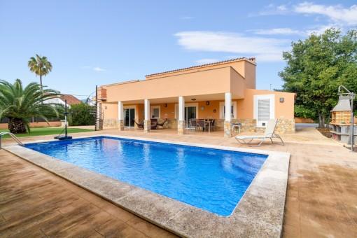 Geräumige, moderne Villa mit Pool in Palmanyola