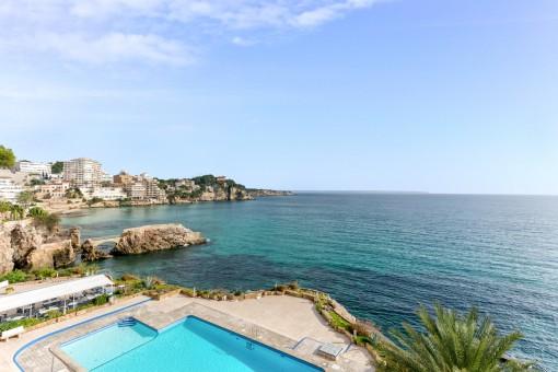 Schöne Wohnung in erster Meereslinie mit Pool und Meerzugang in San Augustin