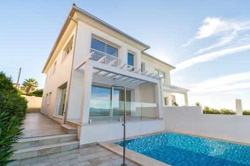 Moderne Doppelhaushälfte in erster Meereslinie in Bahia Grande
