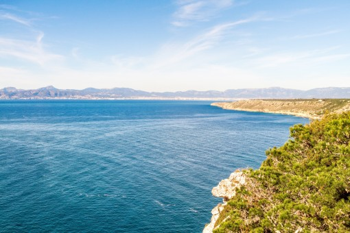 Traumhafter Meer- und Bergblick