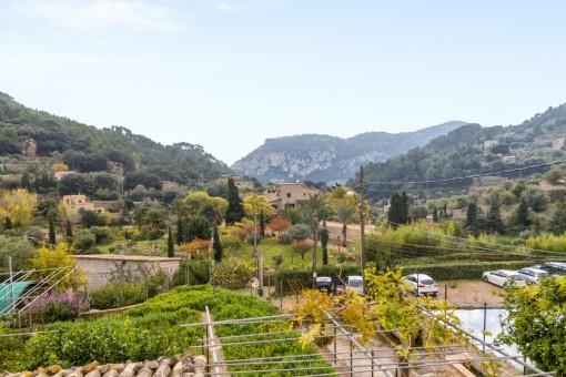 Dorfhaus mit schöner Aussicht auf das Tal in Valldemossa