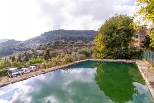 Wasserbecken des Anwesens