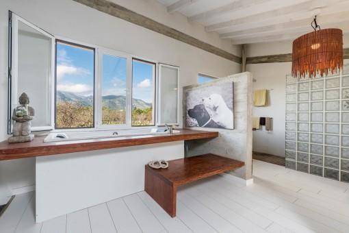 Einzigartiges Badezimmer mit Badewanne