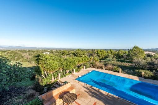 Großzügige Finca mit Ölzentralheizung und schönem Landschaftsblick in Campos zum Renovieren