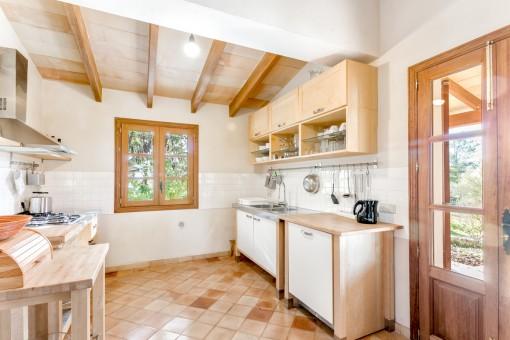 Charmante, helle Küche