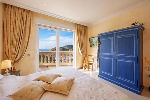 Zweites Schlafzimmer mit Zugang zum Balkon