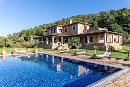Großzügige Luxusfinca mit Bergpanoramablick in bester Wohnlage vom Puig de Santa Magdalena