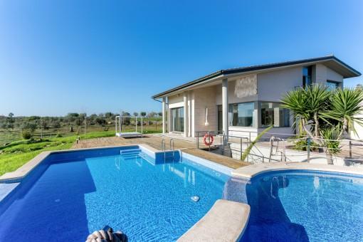 Meerblickfinca bei Picafort mit Ferienvermietlizenz und exzellenter Bauqualität