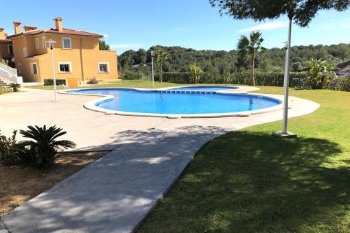 Fantastischer Poolbereich und Garten