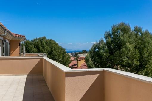 Brandneue Doppelhaushälfte mit Westausrichtung und Meerblick in Badia de Palma, Calviá