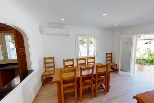 Essbereich, Küche und Zugang auf die Terrasse