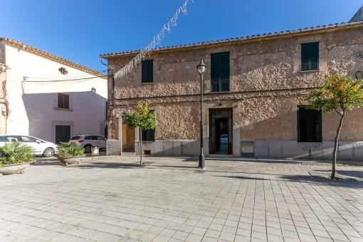 Interessantes Dorfhaus in Santa Maria del Cami mit Apartment und Innenhof