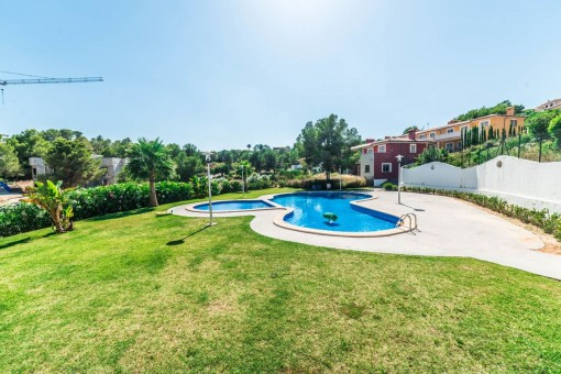 Toller Garten mit Pool
