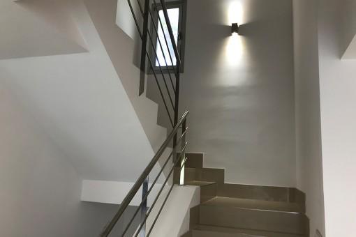 Treppen ins Obergeschoss
