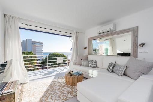 Exzellentes Penthouse mit 2 Schlafzimmern, Sonnenterrasse und Meerblick in Palmanova