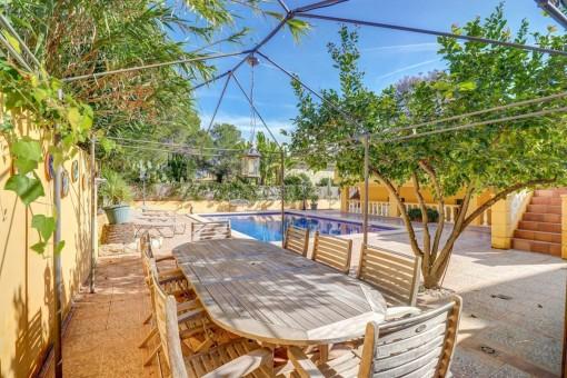 Pool- und Gartenbereich