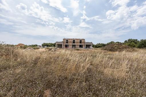 Außenansicht und Grundstück