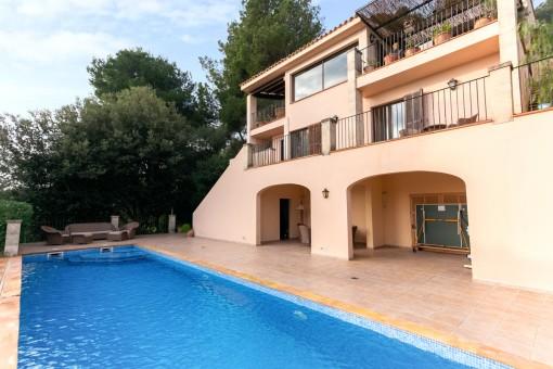 Strandnahe Villa mit fantastischem Meer- und Bergblick mit Pool in Port Pollensa