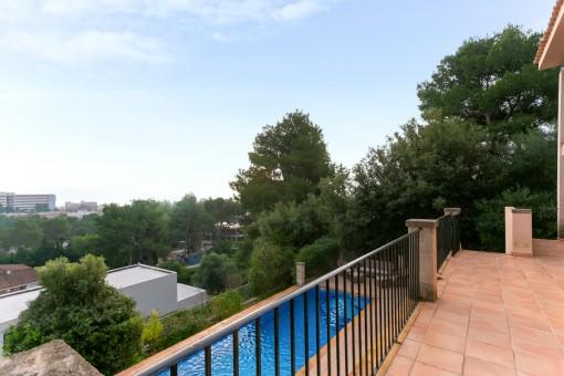 Zugang zum Poolbereich