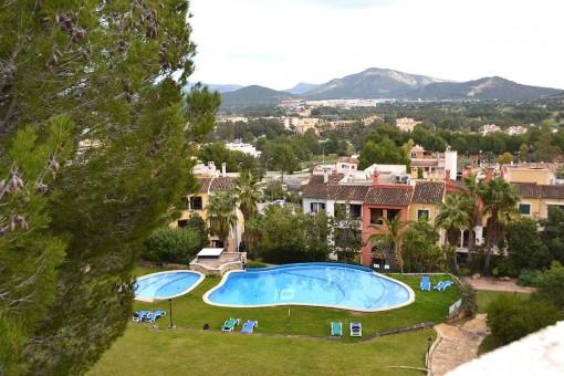 Doppelhaushälfte mit Dachterrasse und Privatgarten in Santa Ponsa