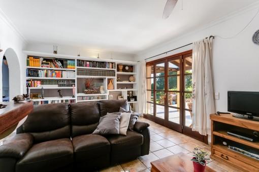 Großer Wohnbereich mit Terrassenzugang