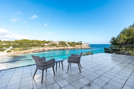 Geräumige Villa in erster Meereslinie mit Ferienvermietlizenz in ruhiger Lage in Cala Marsal