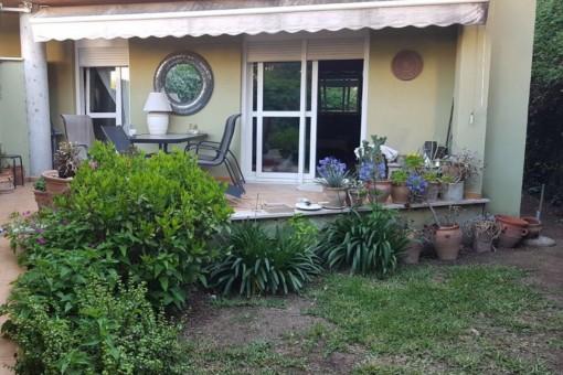 Möblierte 2-Zimmer-Wohnung mit privatem Garten, Tiefgarage und Gemeinschaftspool in Sant Agusti, Palma
