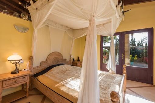 Wundervolles, sonniges Schlafzimmer