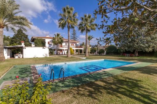 Sehr große Villa mit Pool und Tennisplatz in Bunyola