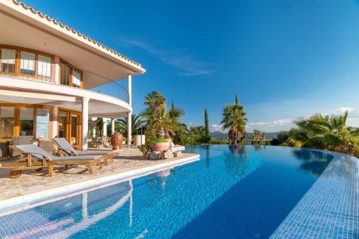 Voll ausgestattete Finca mit einzigartigem Weitblick, Pool und Apartment in ruhiger Lage von Puntiró
