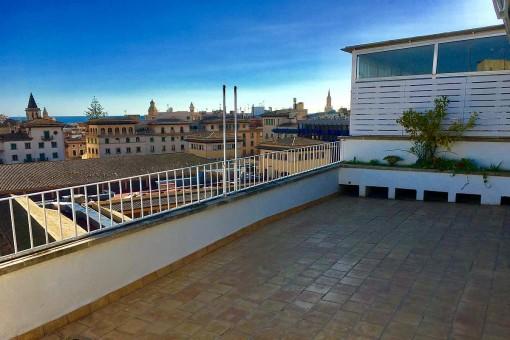 Penthaus-Wohnung mit 3 Schlafzimmern und Traumblick von großer Terrasse am Mercado d´Olivar