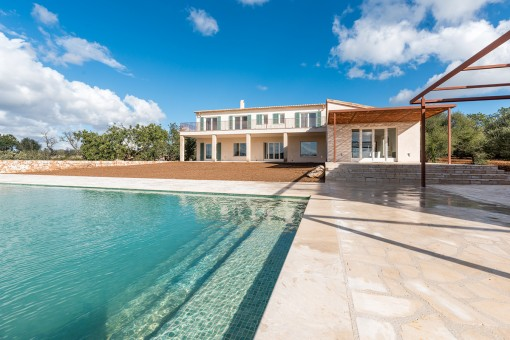 Wundervoller Poolbereich und Außenansicht