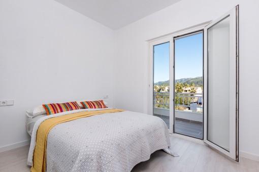 Wundervolles Schlafzimmer mit Balkon